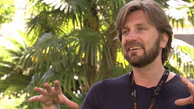 Video «5 Fragen an Regisseur Ruben Östlund zu «Turist – Force majeure»» abspielen