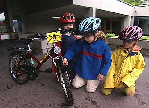 Video «Fahrradtest: Kindervelos auf dem Prüfstand» abspielen