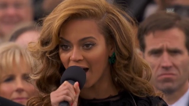 Beyoncé singt die Nationalhymne