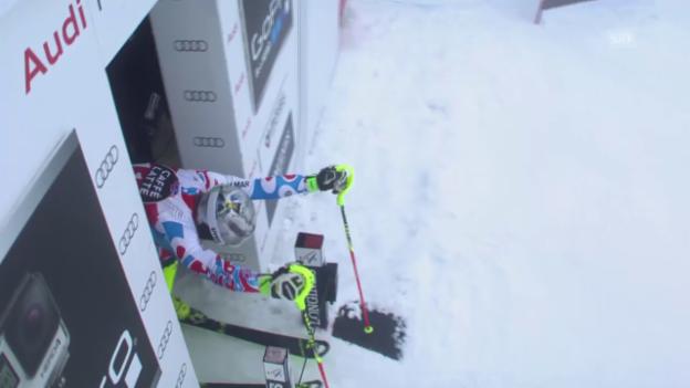 Video «Ski: Männer-Slalom in Méribel, Purzelbaum von Lizeroux» abspielen