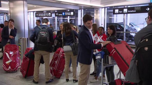 Video «Stark gespielt, aber geschlagen: Hockey-Nati kehrt heim» abspielen