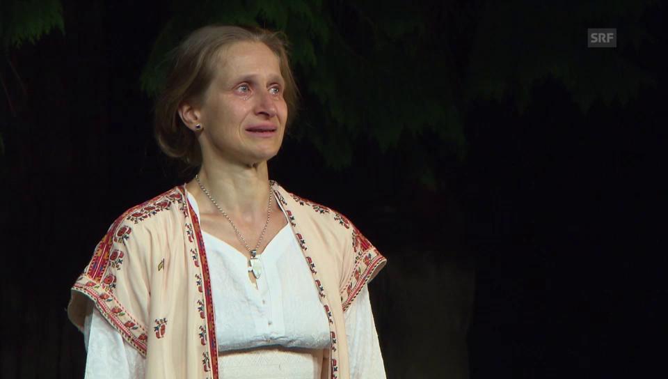 Masha Dimitri von Gefühlen überwältigt