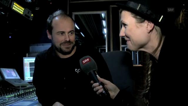 Viola spricht mit Tonmeister Gery in der Tonregie