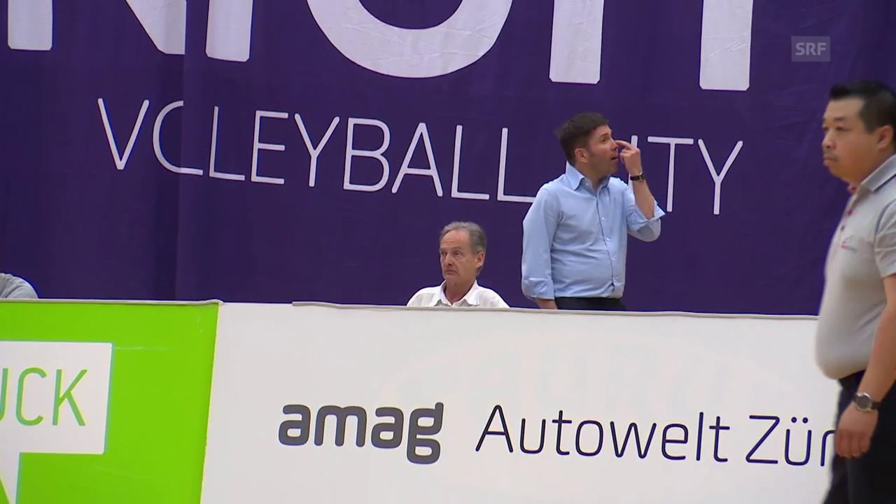 Volero-Präsident Stav Jacobi gestikuliert in Richtung Gäste-Fans