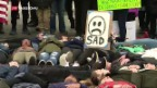 Video «Weniger Abhängigkeit von Waffenlobby» abspielen