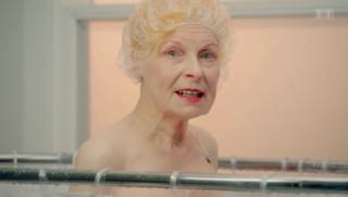 Video «Vivienne Westwood: Gemüsewerbung unter der Dusche» abspielen