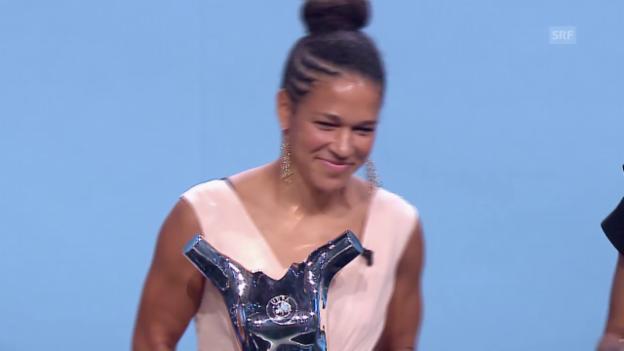 Video «Fussball: Sasic ist UEFA-Fussballerin 2014/15» abspielen