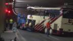 Video «Überlebende sprechen über Carunfall» abspielen