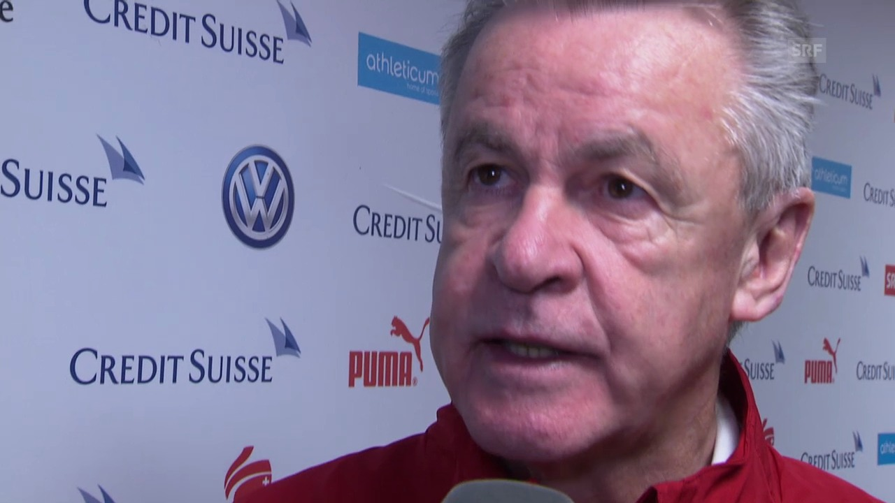 Fussball: Hitzfeld zur Situation im Sturm