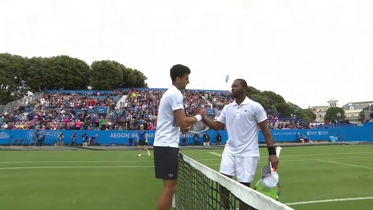 Djokovic schlägt Young in Eastbourne