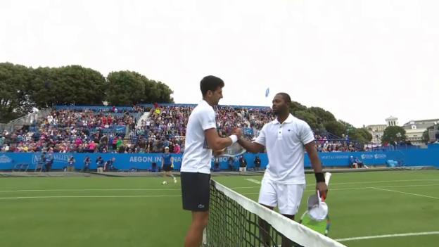 Video «Djokovic schlägt Young in Eastbourne» abspielen