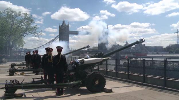 Video «Kanonenschüsse beim Tower» abspielen