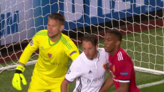 Video «Standesgemässe Niederlage für Basel bei ManUnited» abspielen