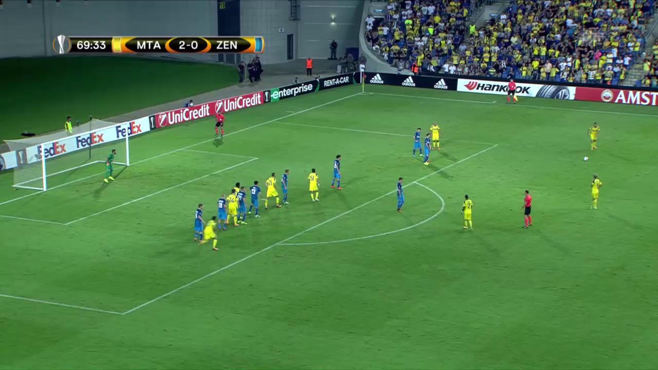 Maccabis Medunjanin trifft per Freistoss