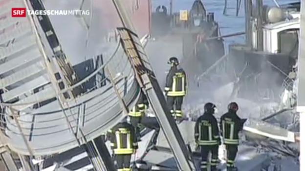 Video «Frachtschiff rammt Kontrollturm» abspielen