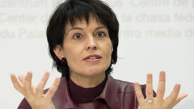 Bundesrätin Doris Leuthard äussert sich zur Finanzierung der zweiten Gotthardröhre (Dominik Meier, 19.12.2012)