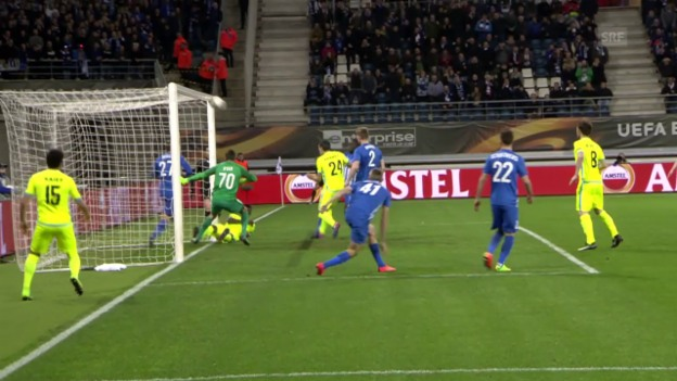 Video «Erst patzt der Stürmer, dann der Keeper» abspielen