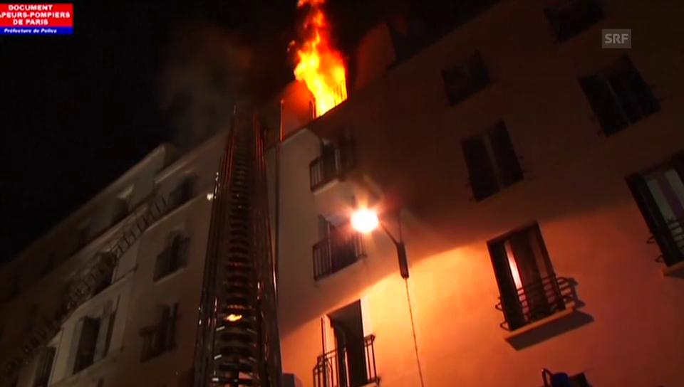 Paris: Ein Haus steht in Flammen