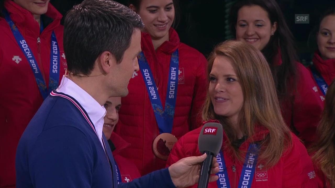 Eishockey Frauen: Die Nati zu Gast im House of Switzerland (sotschi momente, 20.02.2014)