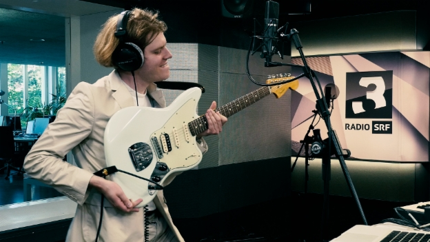 Video «Crimer performt «Brotherlove» live im SRF-3-Studio» abspielen