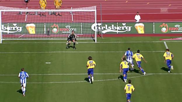 Video «FUSSBALL: Chikhaouis Tor gegen GC (23.09.2007)» abspielen
