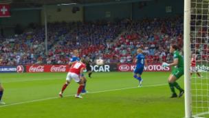 Video «Mit Köpfchen: Bachmann erzielt das 2:1» abspielen