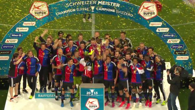 Video «Fussball: Super League, 36. Runde: Pokalübergabe an den FCB» abspielen