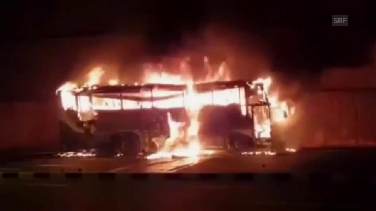 Bus in Thailand brennt völlig aus
