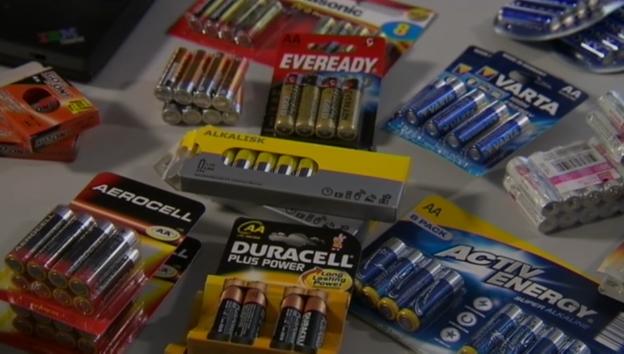Video «10.04.14: Batterien im Test: Günstige machen es oft länger» abspielen