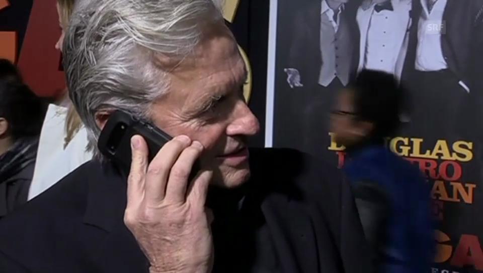 Michael Douglas bekommt Anruf von Ehefrau