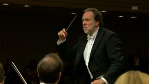 Video «Riccardo Chailly auf neuen musikalischen Pfaden» abspielen