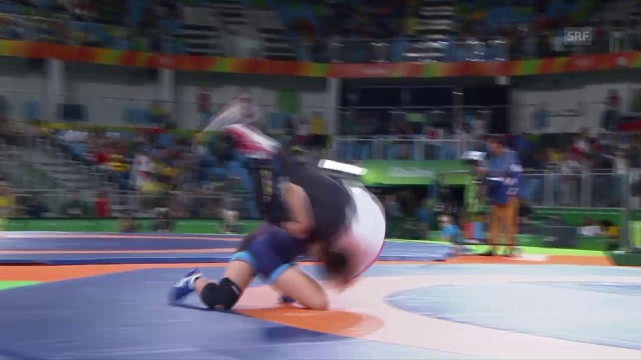 Kawai schmeisst ihren Trainer mehrfach durch den Ring