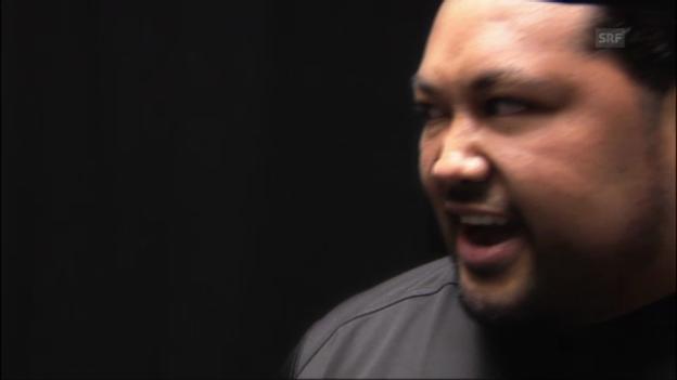 Video «Sama Fuimaono erklärt den «Haka» («sportpanorama» vom 09.10.2011)» abspielen