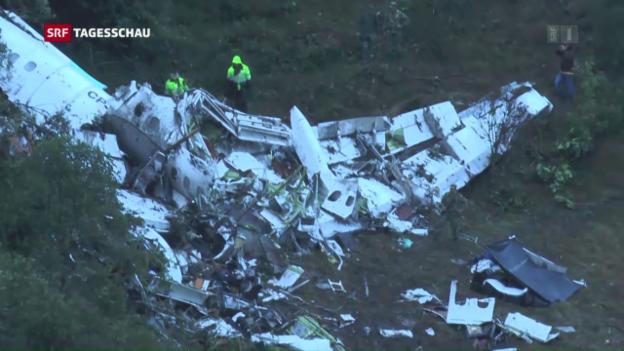 Video «75 Tote bei Flugzeugabsturz» abspielen