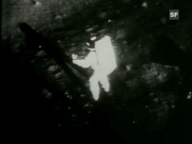 Aus dem Archiv: Neil Armstrong betritt als erster Mensch den Mond