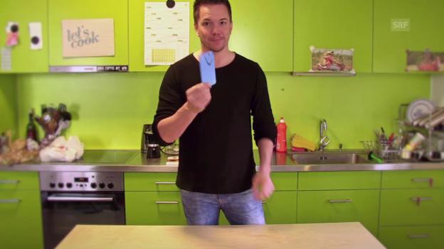 Video «Svens Lifhacks: Handyhülle aus Ballon basteln» abspielen