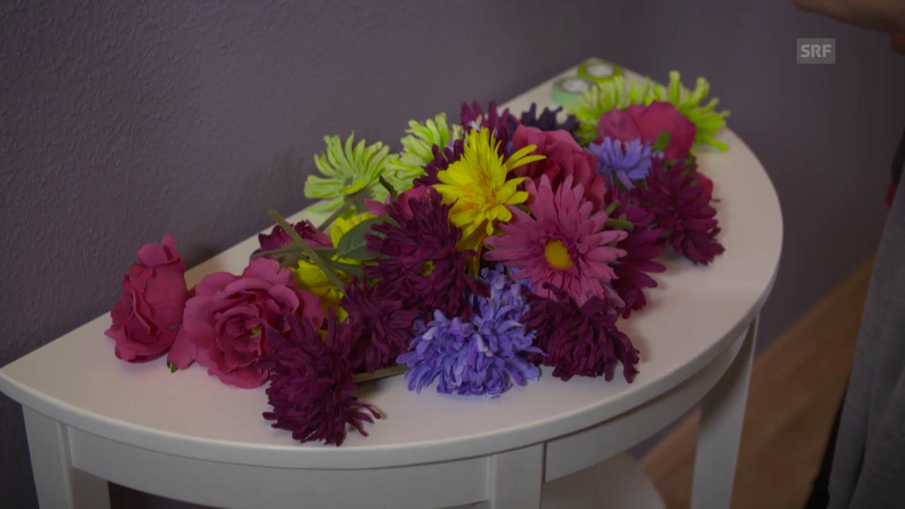 Kunststoffblumen im Quadrat