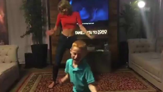 Video «Taylor Swift schwingt das Tanzbein» abspielen
