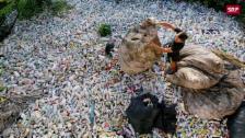 Link öffnet eine Lightbox. Video Abfallimport nach China abspielen