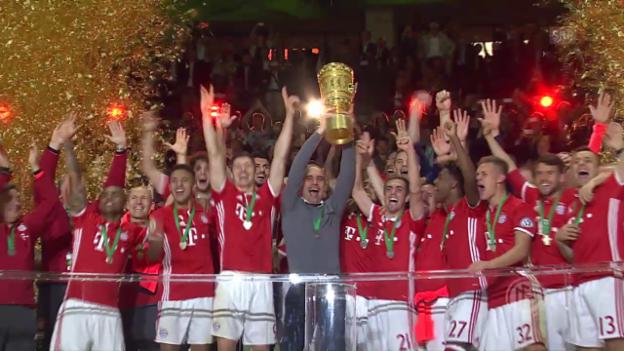 Video «Die Bayern holen den 18. Pokal» abspielen