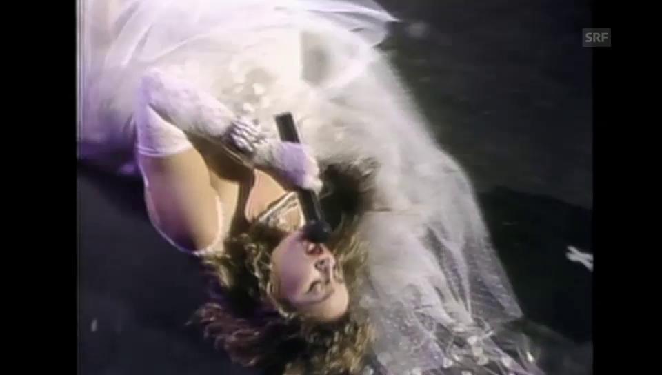 Madonna in punkigem Hochzeitskleid