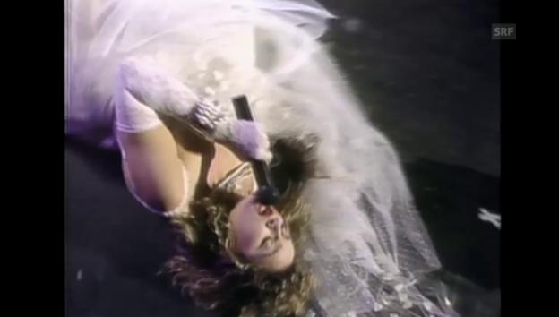 Video «Madonna in punkigem Hochzeitskleid» abspielen