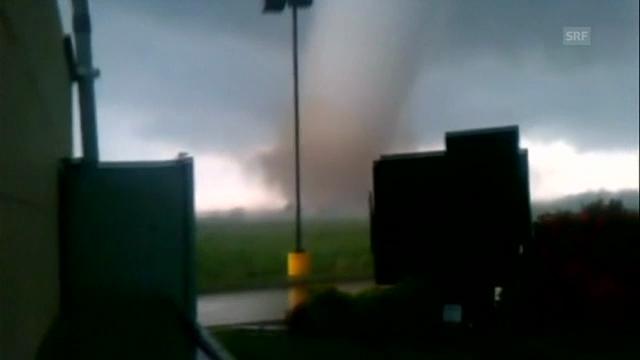 Augenzeuge filmt Tornado