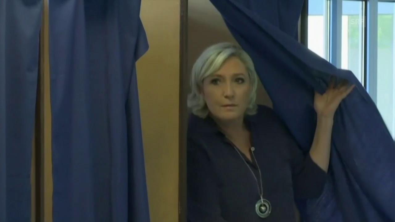Marine Le Pen hat gewählt (ohne Kommentar)