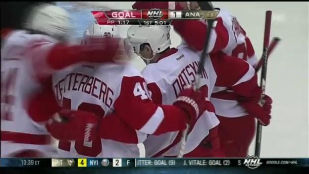 Video «Eishockey: Brunners Assist gegen Anaheim» abspielen