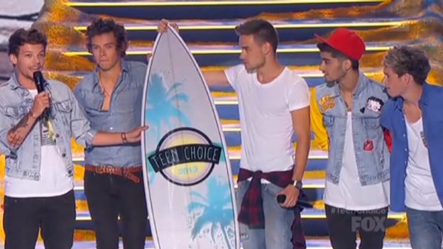 Video «One Direction und Lea Michele an den Teen Choice Awards» abspielen