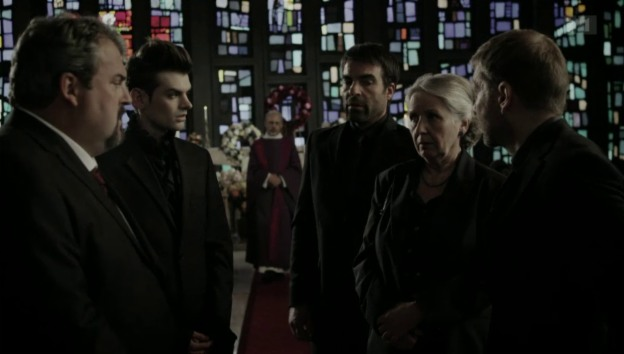Video «Wo ist Anna-Maria? Das Ende der 3. Staffel von «Der Bestatter»» abspielen