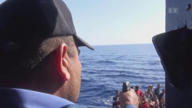 Video «Seeschlacht um Flüchtlinge: Libysche Küstenwache gegen Helferschiffe» abspielen