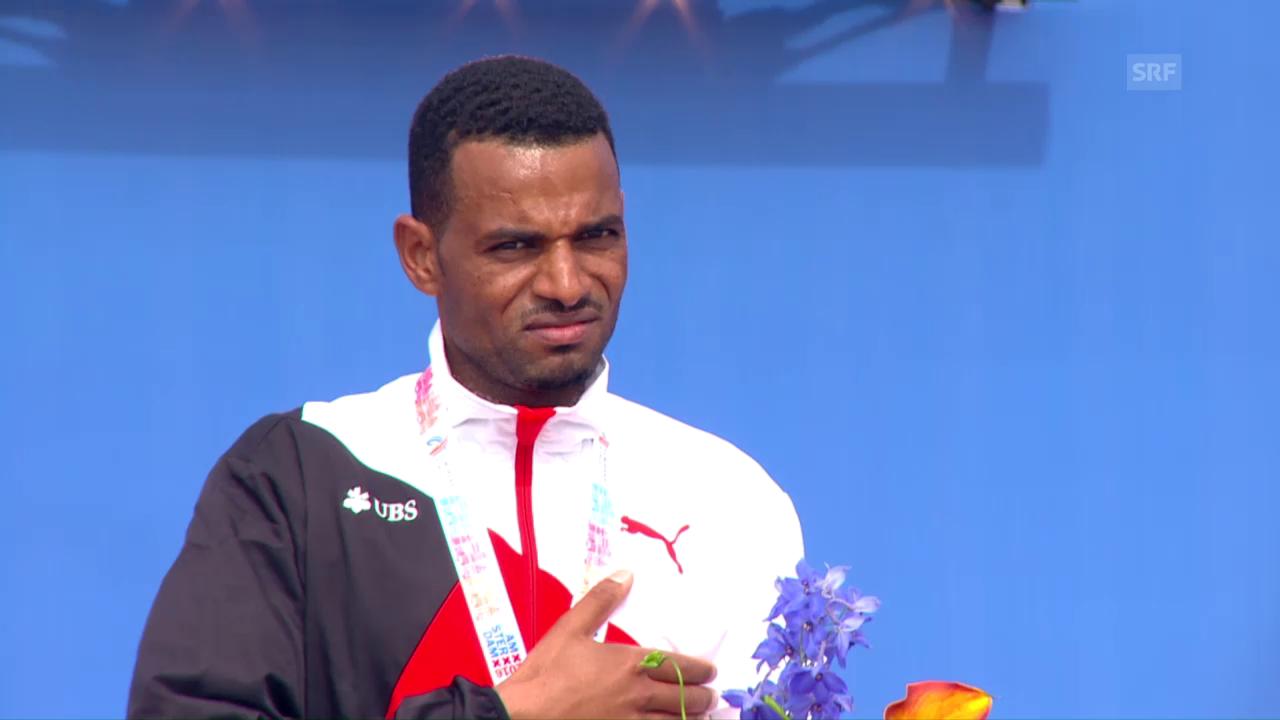 Tadesse Abraham erhält seine Goldmedaille