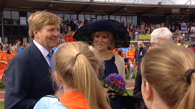 Video «Willem-Alexander und Máxima besuchen Limburg und Nord-Brabant (unkomm.)» abspielen